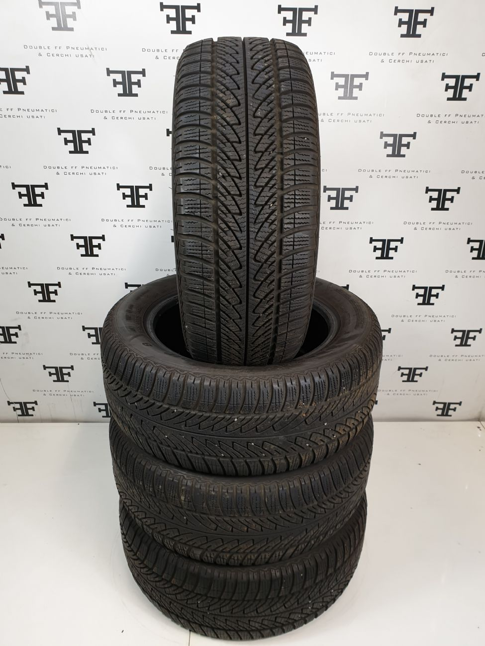215/55 R16 93 H GOODYEAR ULTRA GRIP 8 PERFORMANCE